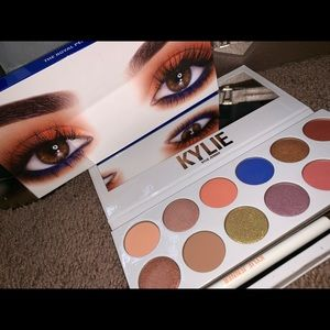 The Royal Peach Palette By Kylie Jenner